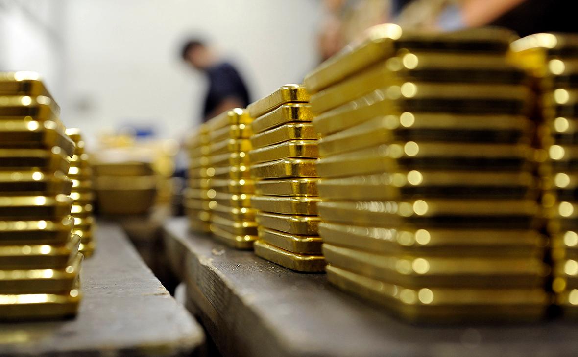 Цены на золото растут, поскольку инвесторы взвешивают новый подход ФРС США к инфляции