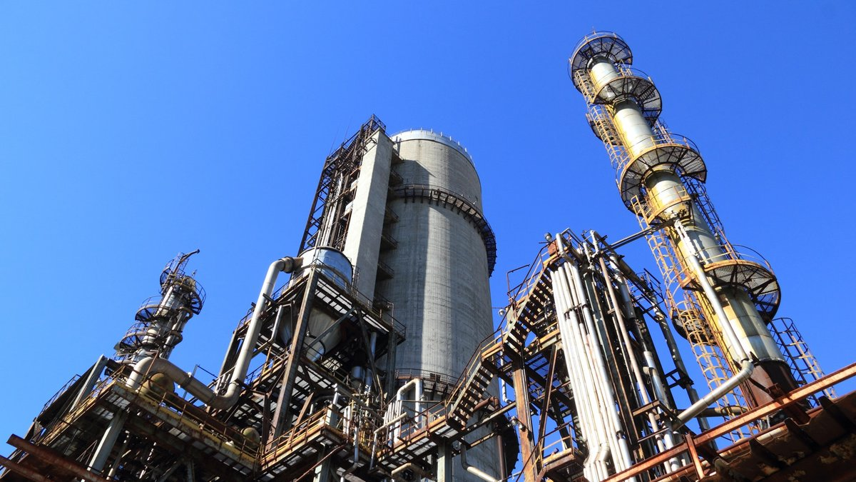 Нефть упала более чем на 1 доллар после снижения цен в Саудовской Аравии, оптимизм в отношении спроса угас