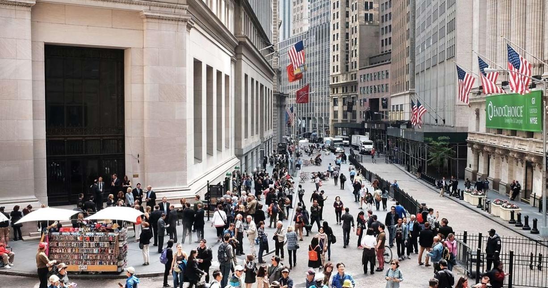 Уолл-стрит опускается до семинедельного минимума из-за новых опасений по поводу изоляции; Dow упал на 3%